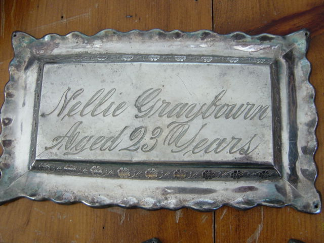 The Free Genealogy Death Record on the Coffin Plate of Nellie Graybourn